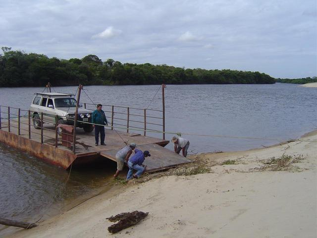 Crossing Capanaparo River on a barge