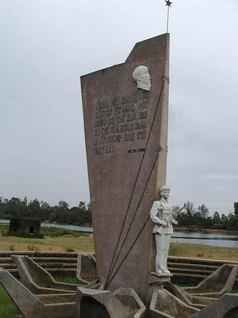 Monument at the Ben Hai River