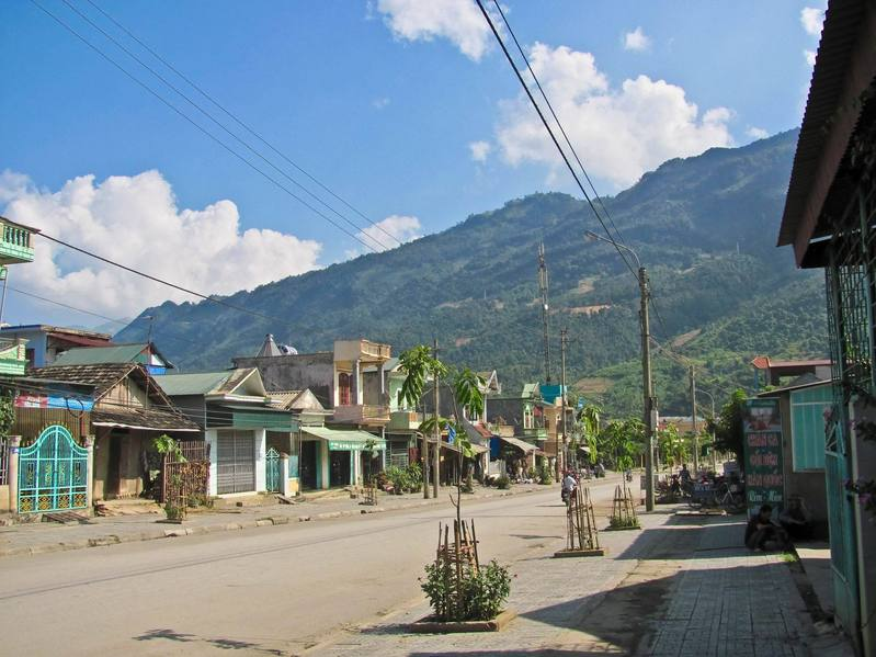 Muong Lay, the closest sizeable town to the confluence and our starting point.